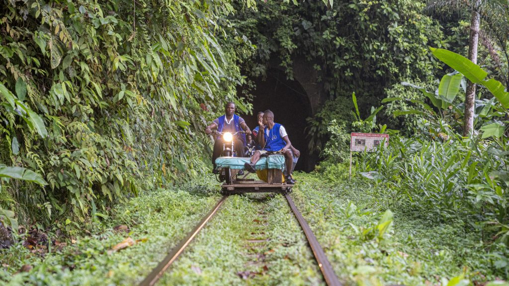 """The """"brujitas"""" transport travelers for seven kilometers through humid forests next to the railway to reach the Natural Reserve of San Cipriano in Valle del Cauca."""
